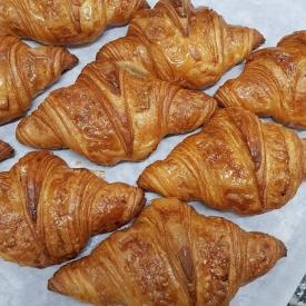 Le dimanche c'est brunch 🥞🥐  Retrouvez dans la boutique d'Etel et Carnac nos délicieuses viennoiseries 😉  #aupetitprince #etel #carnac #baud #auray #pluvigner #patisserie #instafood #brunch #foudepatisserie #relaisdesserts #baking #croissant #sunday #instagood #pastry #pastrychef #foodporn