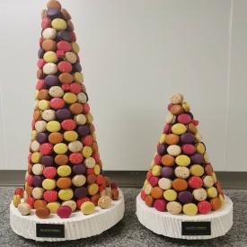 Un anniversaire, un baptême ou un mariage 👰👼🎊  La pyramide de macarons sera parfaite 😍😍   Plusieurs tailles sont disponibles, ici nous avons une pyramide de 220 et une de 100 macarons 😉  #aupetitprince #etel #carnac #auray #baud #pluvigner #macarons #pastry #instagood #pastrychef #chocolate #foudepatisserie #baking #instafood #foodporn #pastrylover #wedding #birthday