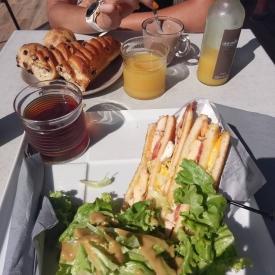 Venez profiter de notre large choix en matière de viennoiseries, goûters et snacking, pour une pause petit déjeuner, déjeuner ou thé/café !  #Repost @katpalhasan • • • • • • Déjeuner à Carnac-Plage avec @adriane_gib 🍽 Toujours aussi fan du Club Sandwich ! 😋  #aupetitprince #summer #sunny #miam #instafood #foodporn #gourmandise #greedy #snacking #carnac #morbihan #bzh #Bretagne #auray #baud #pluvigner #etel