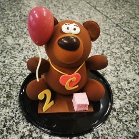 Un peu de douceur pour bien commencer la semaine 😍  Personnaliser vos montages en chocolat pour un évènement particulier ou pour le plaisir d'offrir 🎁 😉  #aupetitprince #etel #pluvigner #auray #carnac #Baud #pastry #chocolate #relaisdesserts #present #instagood #instafood #pastrylover #morbihan #bzh #pastrychef #foudepatisserie