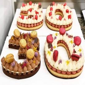 🎉 Un événement à fêter? 🎂 👉 Pour changer de la traditionnelle pièce montée ou de l'entremet classique, nous vous proposons le Number Cake ! ✨  Avec 2 déclinaisons possibles: Vanille/Fraise ou 3 Chocolats !  Plus de renseignements en contactant votre boutique préférée 📞🙋 ou sur notre site Internet, rubrique Catalogues puis Mariages 💍  #aupetitprince #auray #baud #etel #carnac #pluvigner #RelaisDesserts #yummy #Gourmandise #greedy #miam #numbercake #wedding #mariage #anniversaire #birthday #pastry #pastrylover #pastrychef #artisan #epv #Bretagne #morbihan #bzh